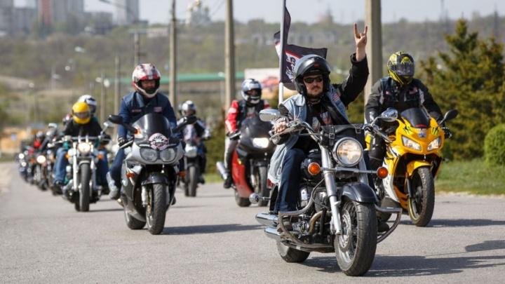 Волгоградских байкеров зовут на открытие сезона и эротическое шоу
