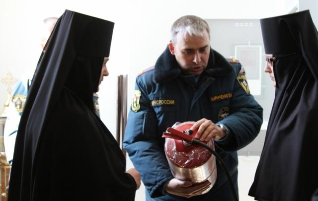 В Ростове сотрудники МЧС готовятся к Пасхе – проверяют храмы