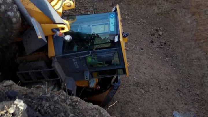 Спасатели ПСС достали мужчину с  травмой позвоночника из строительной ямы