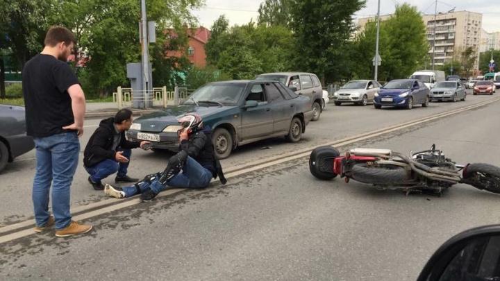 На Московском тракте столкнулись иномарка и мотоцикл