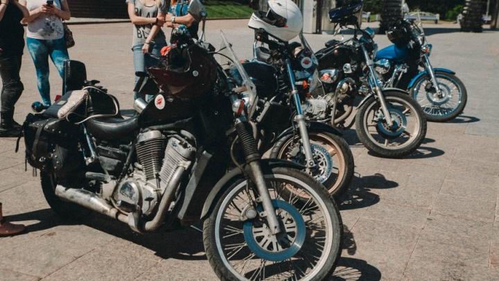 Рёв моторов, заезды байкеров и полёты над трассой: под Тюменью пройдут соревнования по мотоспорту