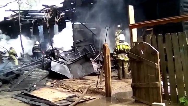 В Закамске при пожаре в деревянном бараке погиб мужчина