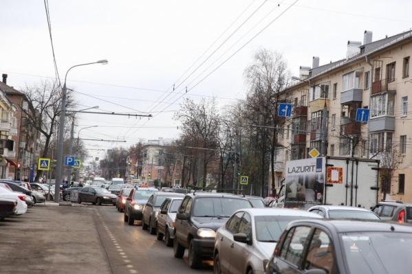 Центр Ярославля на весь день увяз в пробках