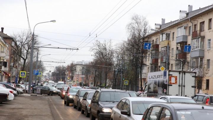 Центр Ярославля увяз в пробках из-за митинга коммунистов