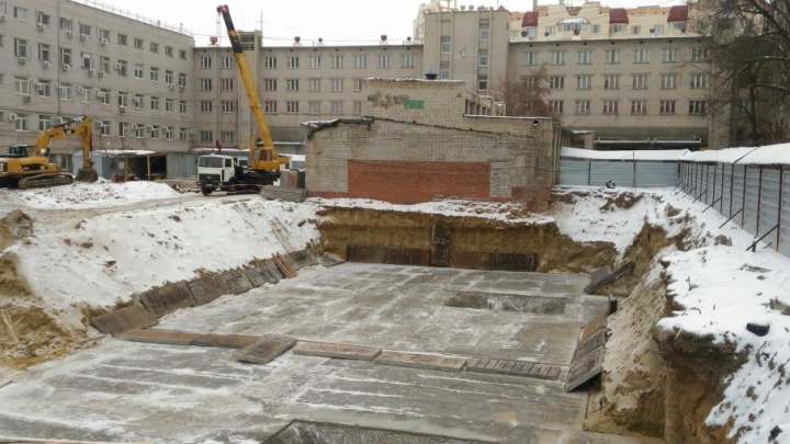 В Ворошиловском районе жители протестуют против строительства высотки во дворе ДОСААФ