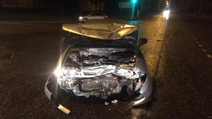 В Брагино разбились две машины: раскуроченную Mitsubishi увезли на эвакуаторе