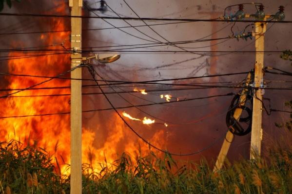 Поселок Вишневая Балка едва не уничтожило огненным штормом