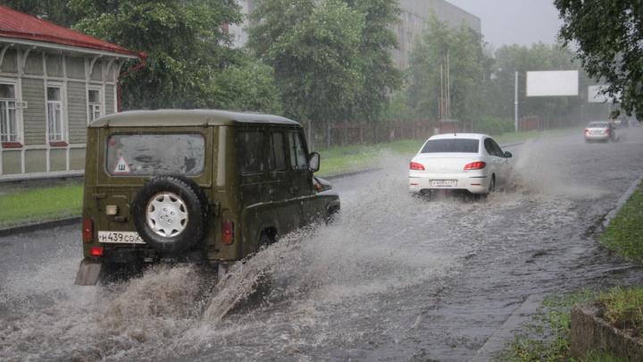 Погода, ты пьяна: холмогорский ливень с градом вдарил по Архангельску