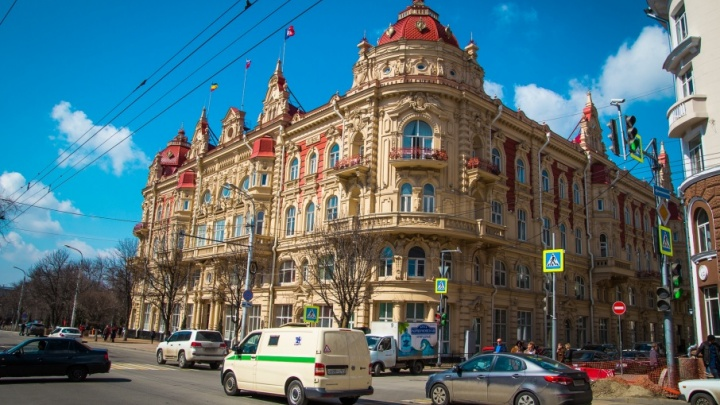 Депутаты ростовской думы владеют парапланами и «москвичами»: слуги народа отчитались о доходах