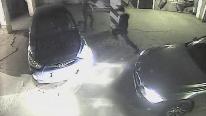 Видео со стрельбой на парковке челябинского ТРК взорвало соцсети