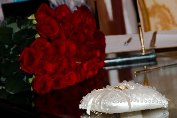 Узами Гименея в этом году сочетались более 8 000 пар