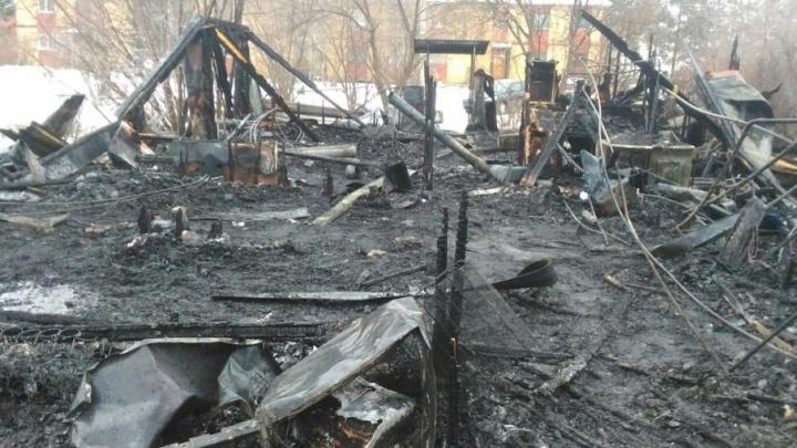 Житель барака в Березовке, где в пожаре погибли четверо: «Ночью меня вызвали на работу, это и спасло»