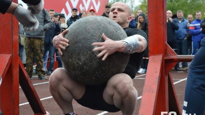 В Перми установили рекорд по поднятию «оси Аполлона». Как выбирали самого сильного человека России