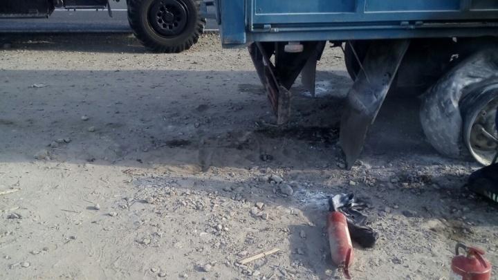 Десятки водителей пытались потушить зерновоз на Третьей Продольной Волгограда