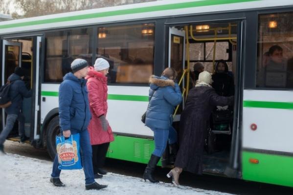 Девочку высадили из автобуса, потому что у школьницы не хватило 5 рублей на оплату проезда