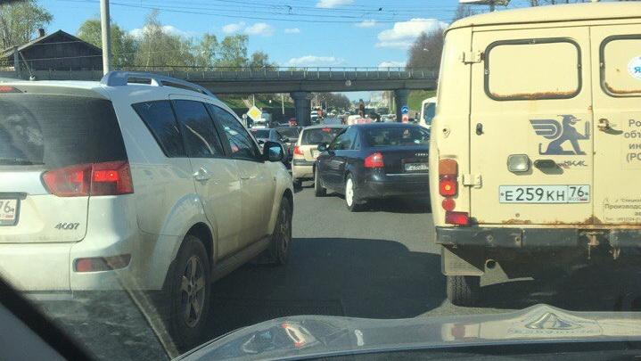 Водители встали в большую пробку на Московском из-за сломанного автобуса