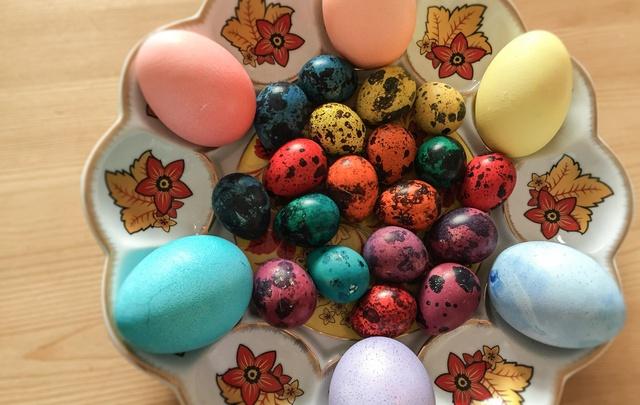 Чугун, позолота и бисер: как челябинцы украшают пасхальные яйца