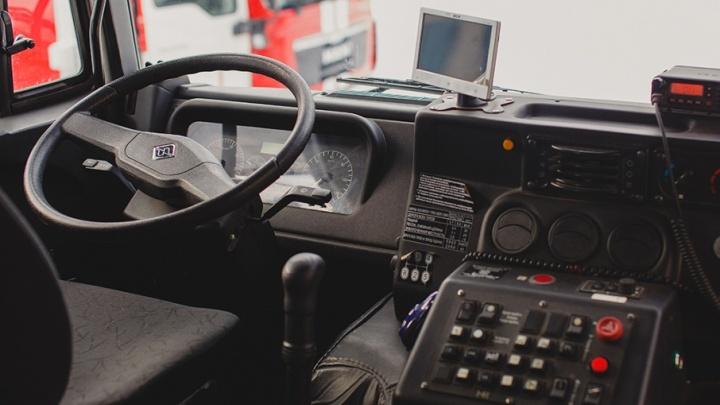 Водителя автобуса, на ходу зажавшего челябинку в дверях, отстранили от работы
