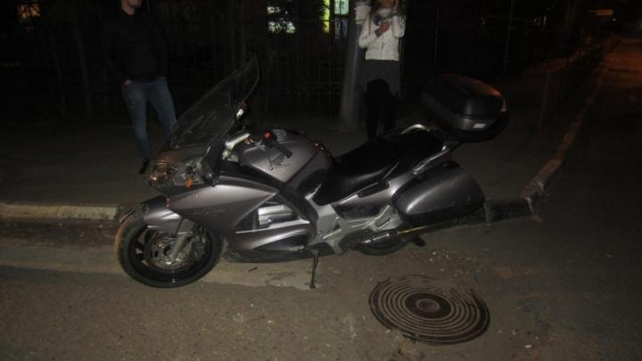 В День Победы в центре Ярославля внедорожник сбил мотоциклиста