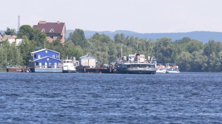 В Самарской области теплоход перевернул лодку с рыбаком