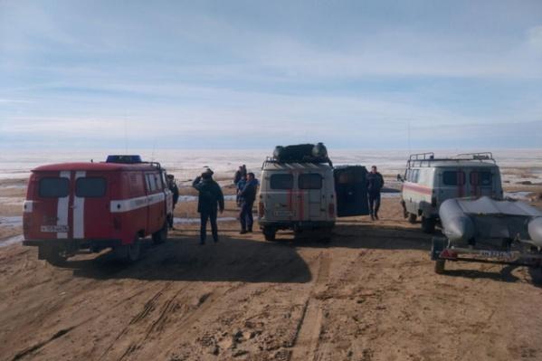 Сотрудники МЧС спасли восемь рыбаков в Рыбинском водохранилище