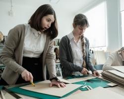 Своя типография и фотостудия: репортаж из пермской школы, где уроки ведут дизайнеры