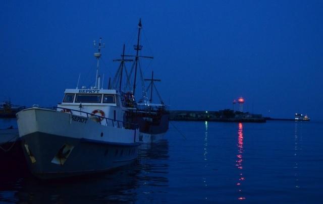 Два катера уничтожены поджигателями на переправе в Ленском районе
