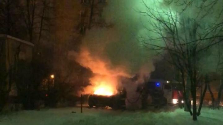 Ночью в центре Ярославля выгорел дорогой Porsche Cayenne