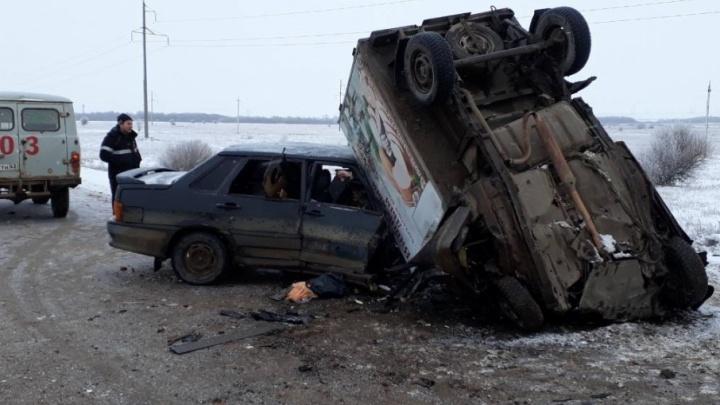 Под Самарой «пятнашка» влетела на трассе в «ВИС»: погиб водитель авто с фургоном