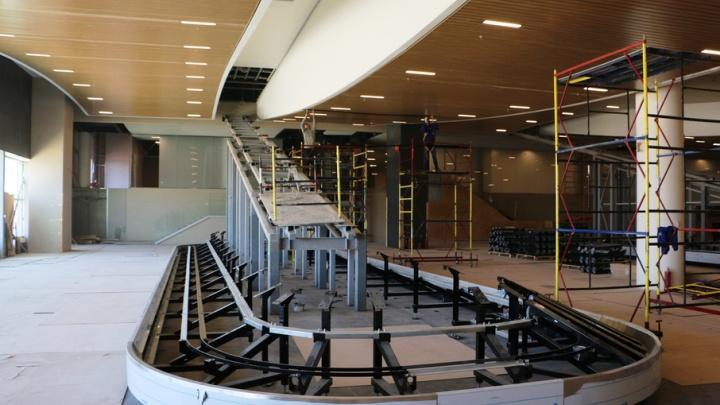 К сентябрю в аэропорту Платов завершится монтаж системы обработки багажа