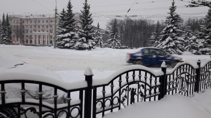 Синоптики предупредили: снежный циклон не уймётся ещё сутки