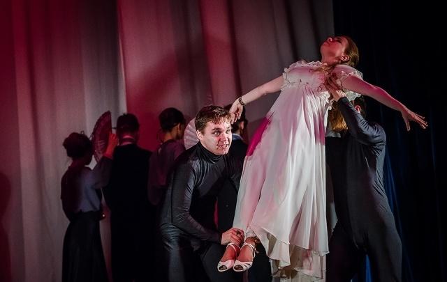 Любовь, безумие, лакейство: театральные вузы показали челябинцам 12 постановок за три дня