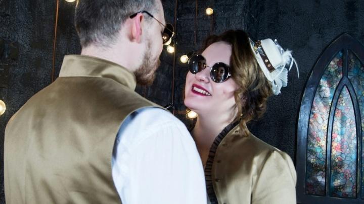 «Удивили наши мамы — им самим было интересно»: как пермская пара сыграла свадьбу в стиле стимпанк