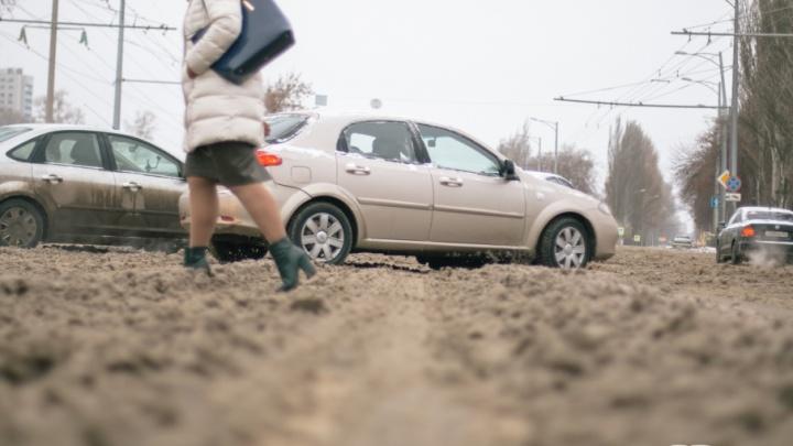 «Надоела жижа под ногами!»: в Самаре хотят отказаться от обработки тротуаров реагентами