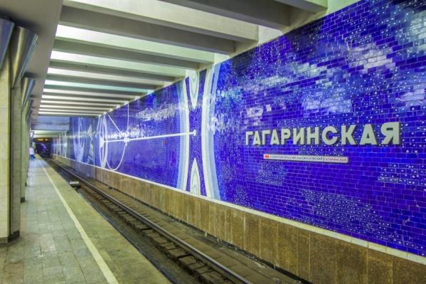 Некоторое время поезда шли без остановки на Гагаринской
