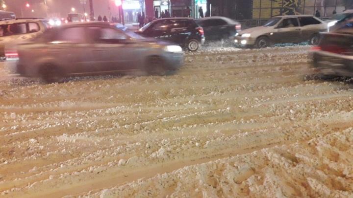 Блокировка дорог и призывы к экс-губернатору: как Самара пережила первый снегопад