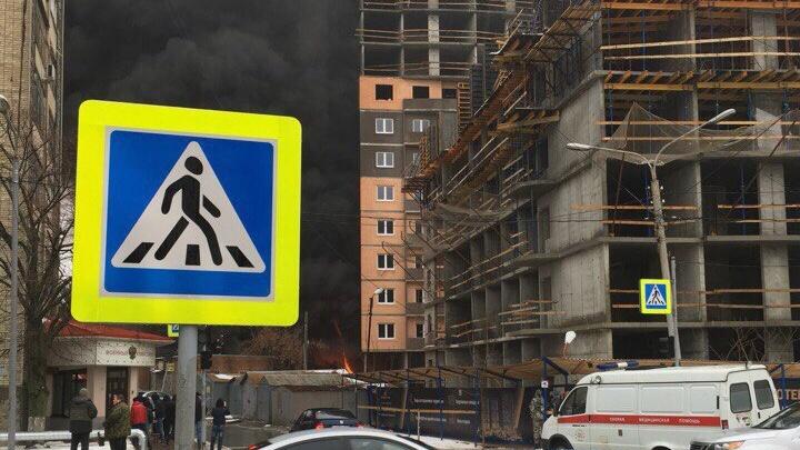 На одной из строек Ростова вспыхнул пожар