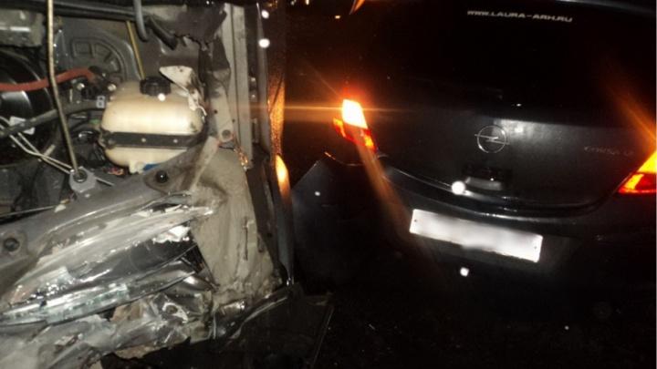 В автомобильной аварии на Талажском шоссе пострадали два человека