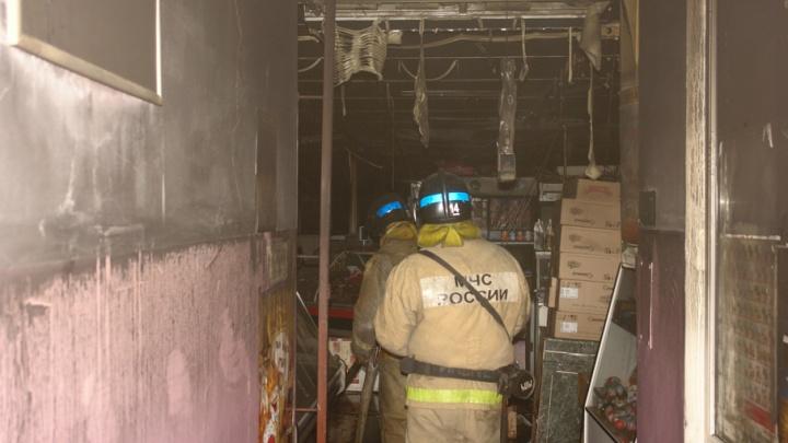 Пожар на Червишевском рынке: огонь повредил внутреннюю отделку арочника и товар