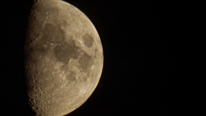 В июне пермяки смогут увидеть сближение Луны с Сатурном