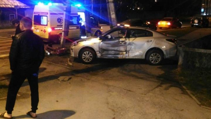 В ночном ДТП на перекрестке Самарцева — Молодежная пострадали три человека