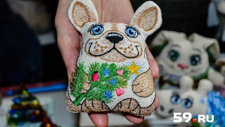 Самый дружелюбный символ года: какие сувениры с собаками предлагают пермякам