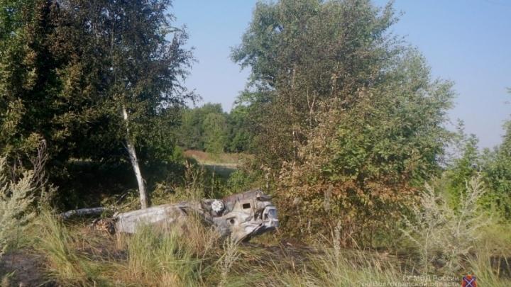 В Волгоградской области в опрокинувшейся «Ладе» один человек погиб, двое пострадали