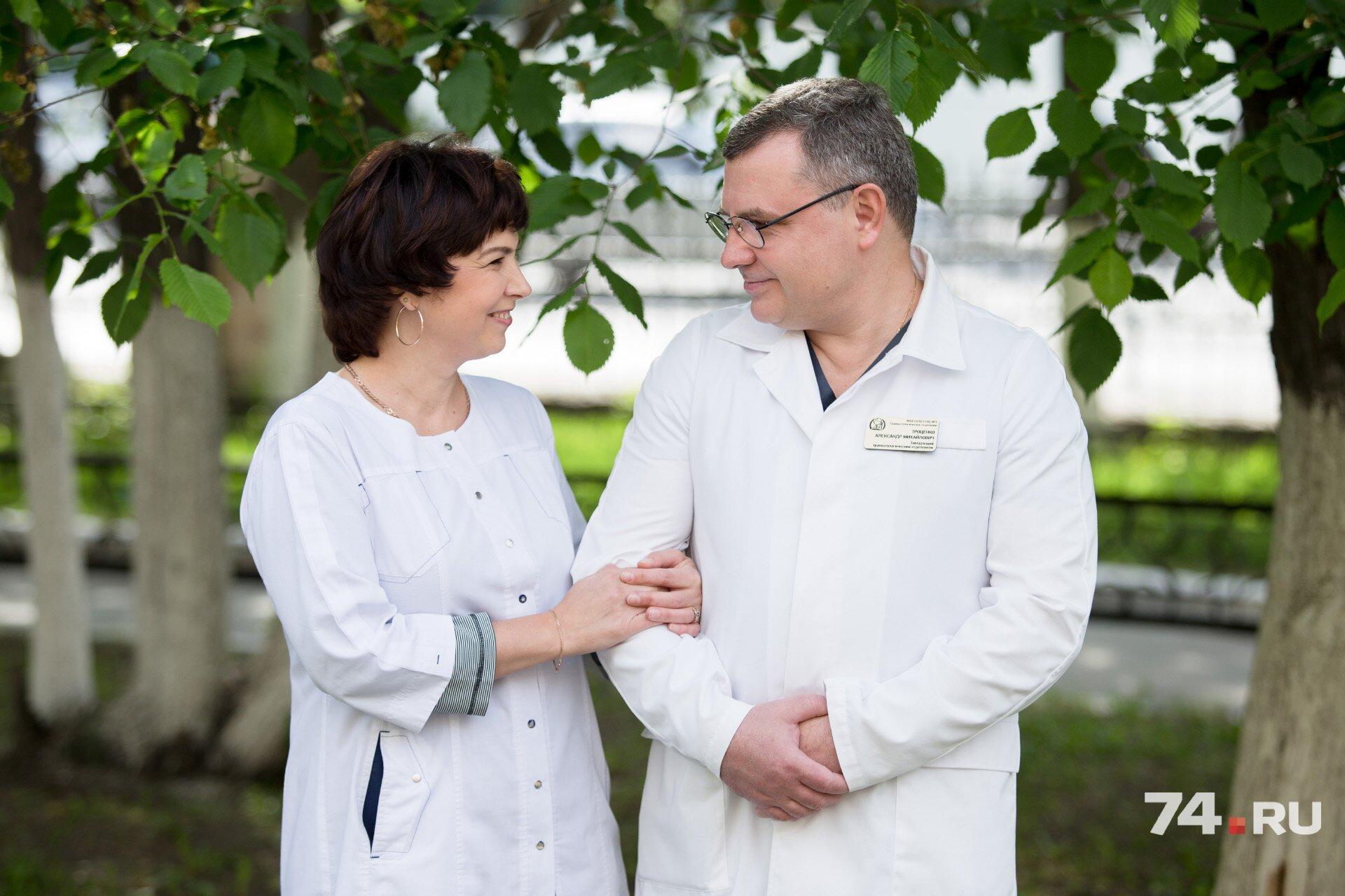 Александр Троценко не только ювелирно составляет кости пациентов, но и прекрасно готовит