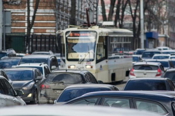 Движение на улицах города сильно затруднено