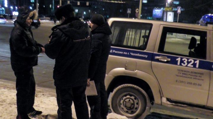 «Был в маске и взорвал хлопушку»: в Калининском районе ограбили салон сотовой связи