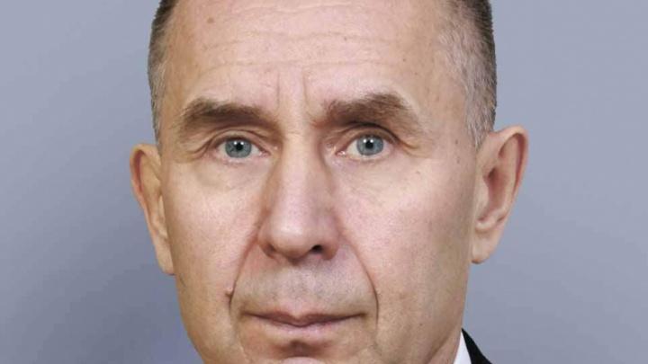 Архангельское облсобрание попрощалось с депутатом из-за его трудолюбия