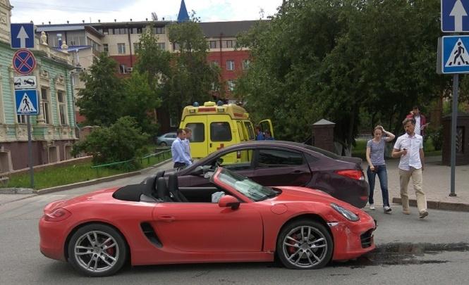 На улице Республики Hyundai подбил Porsche