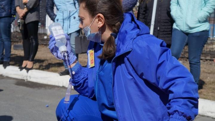 Женщина, истекающая кровью, и неожиданные роды в машине: тюменские врачи рассказали про свои рабочие будни