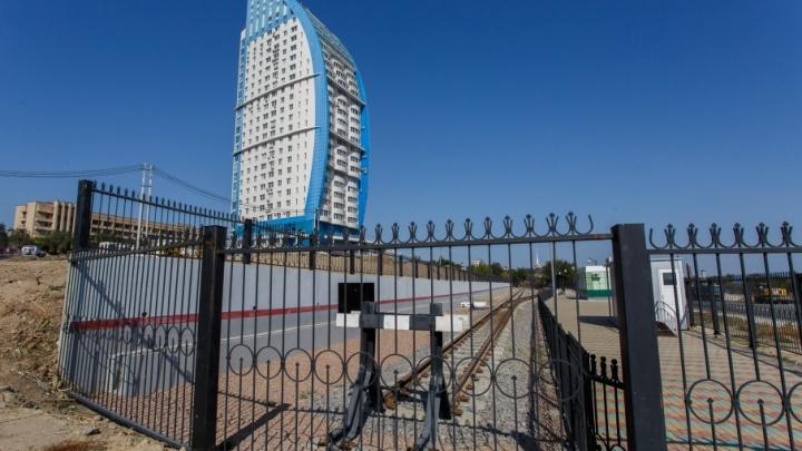 Жильцы «Волжских Парусов» в Волгограде просят заглушить детские поезда
